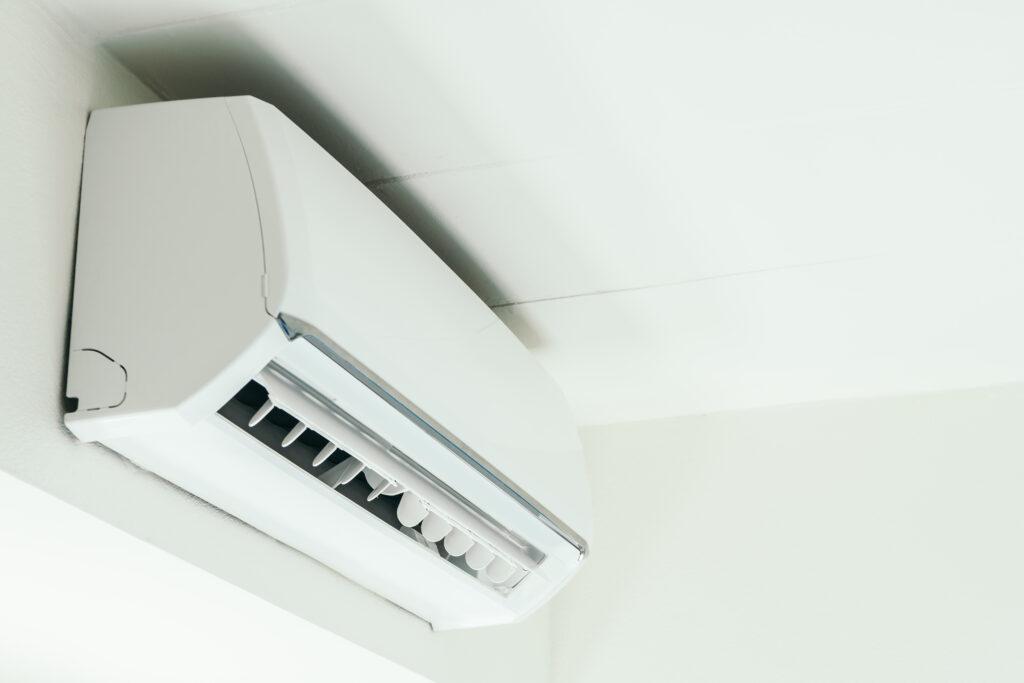 Klimanızın kirli hava üflemesi, çalışmaması, yeterince soğuma ve ısıtma gerçekleştiremediği durumlarda  firmamızı arayıp sorununuzu bildirebilirsiniz.